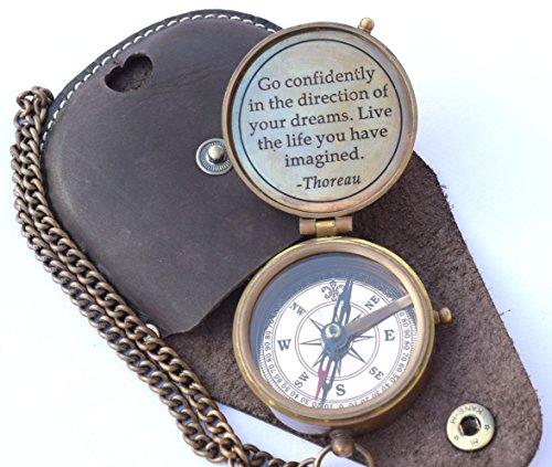 NEOVIVID Thoreau\'s Go Confidently Zitat gravierter Kompass mit geprägter Lederhülle, Camping-Kompass, Bootskompass, Geschenkkompass, Geschenk zum Schulabschluss, Geschenk