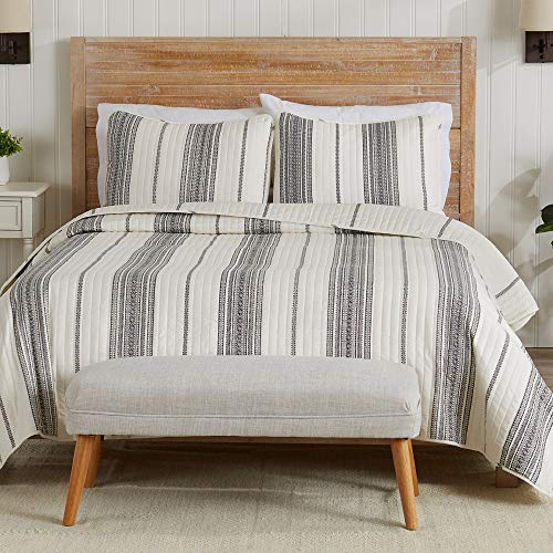 Modern Bedspread King Size Quilt with 2 Shams. Modern 3-Piece Reversible All Season Quilt Set. Grey and White Quilt Coverlet Bed Set. Wesley Collection.