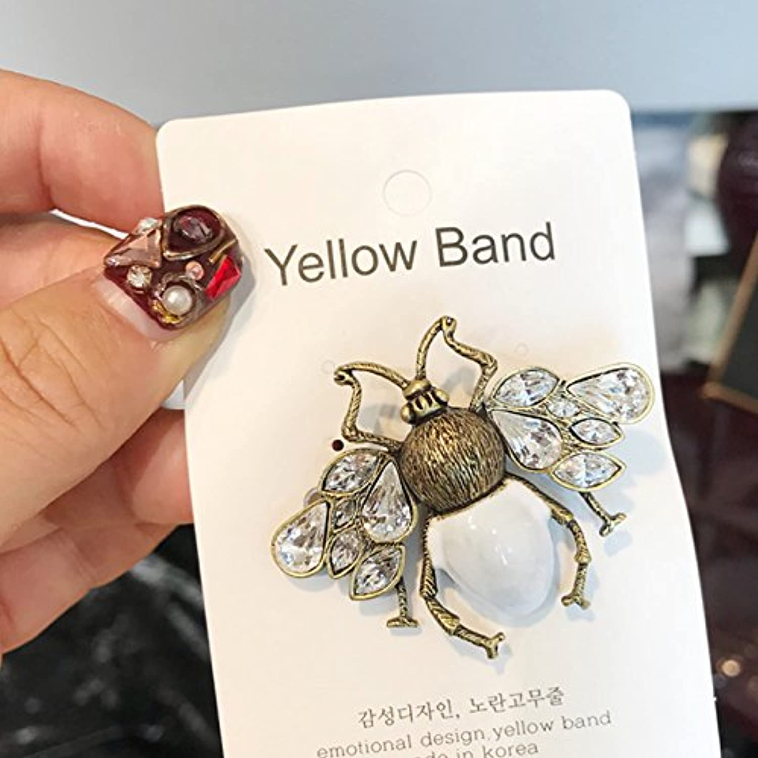 Imported Jewelry Vintage Pearl Diamond bee Brooch pin Badge Corsage Catwalk