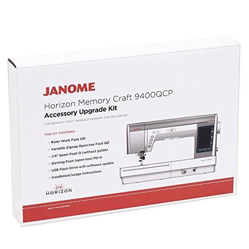 Janome Accessory Upgrade Kit für Memory Craft 9400QCP   Rulerfuß OR   Zick-Zackfuß QZ   1/4 Inch Patchworkfuß O (mit Kantenführung)   Offener Stick-Stopffuß PDH   USB-Stick