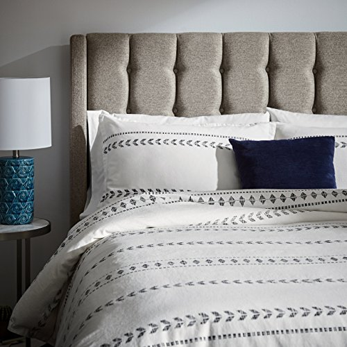 Amazon Brand – Rivet Distressed Global Arrow Stripe Duvet Cover Set, Full / Queen, 90