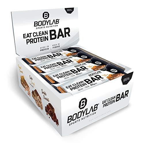 Bodylab24 Eat Clean Protein Bar 12 x 65g / Protein-Riegel mit wertvollen Ballaststoffen / 20g Eiweiß pro Riegel / Leckerer Eiweißriegel für Fitness, Sport und unterwegs / Erdnuss-Karamell