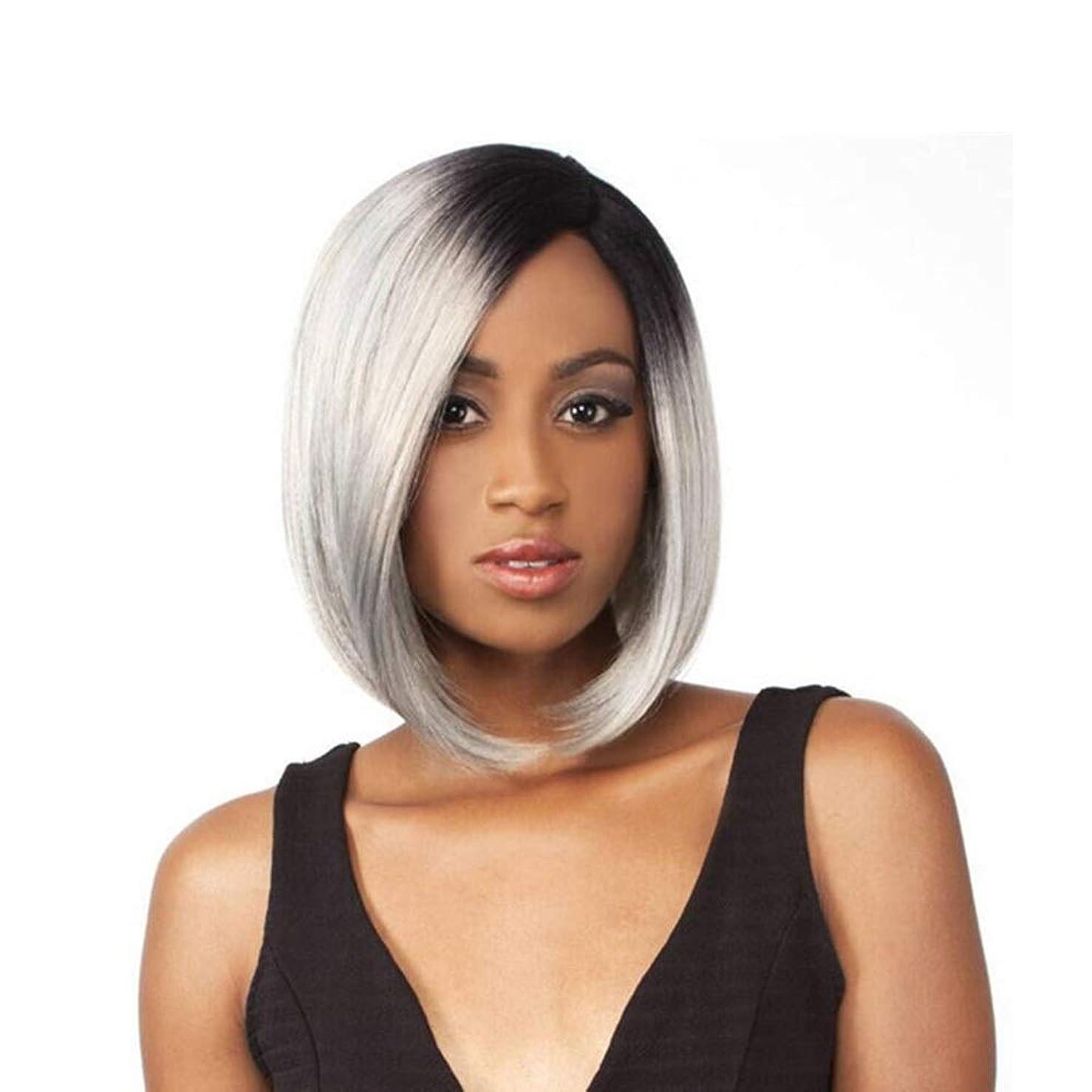 承知しました池ばかYrattary 女性の人工毛のためのフリーキャップ コスプレかつらと短いストレートシルバーグレーのかつら (色 : グレー)