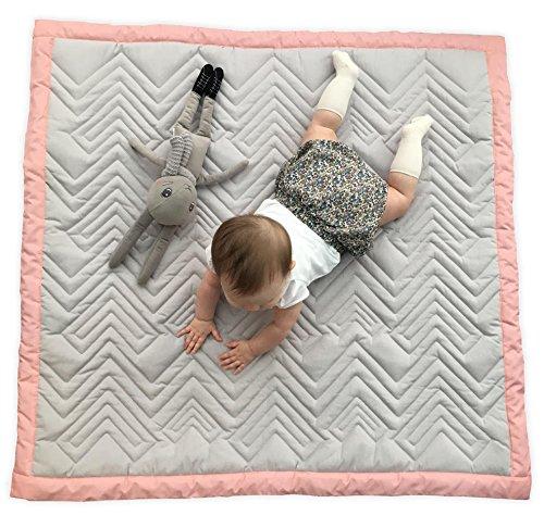 Mama Designs Tapis de jeu matelassé pour bébé 100 % coton Gris avec bordure rose 100 x 100 cm