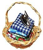 Unbekannt Korb / Wäschekorb mit Bügeleisen - Miniatur / Maßstab 1:12 - Zubehör Bad Puppenstube /...