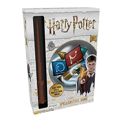 Goliath Games Harry Potter Spellcasters A Charade Game with A Magic Spin - Lanza tu hechizo y domina tu magia - Incluye réplica de la varita de hechizos de Harry Potter, 32 cartas de hechizos