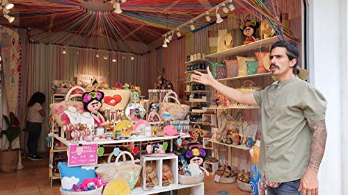 Shopping in Sayulita for artisanal Mexican clothing, accessories and handcrafts