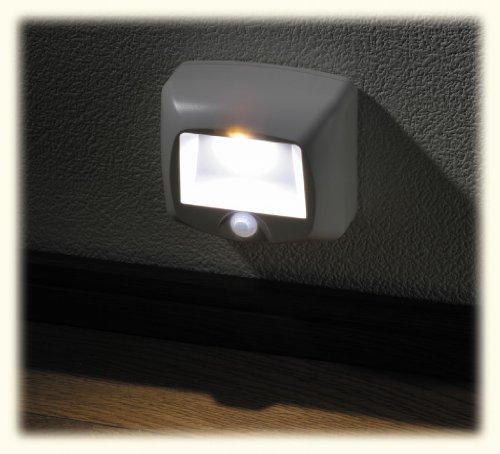マクサー電機 LEDセンサーライト[単2乾電池x3]【電池別売】 MCHP-LAM