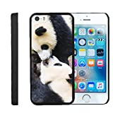 TurtleArmor | Compatible with Apple iPhone SE Case | iPhone 5/5s Case [Slim Duo] Slim Compact Hard Clip On Case Grip Matte Cover on Black Animal - Kissing Pandas