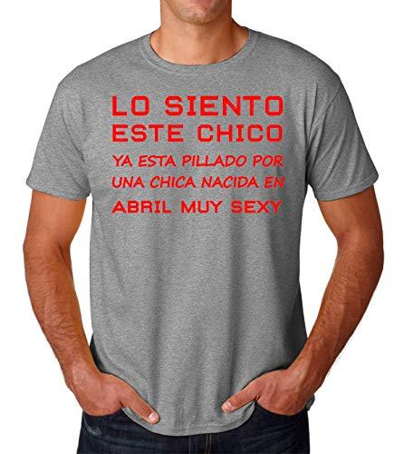 KRISSY Pillado por Una Chica Nacida En Abril Muy Sexy Men's T-Shirt Hombre Camiseta