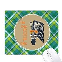 シマウマのクールなサングラスブラウン動物 緑の格子のピクセルゴムのマウスパッド