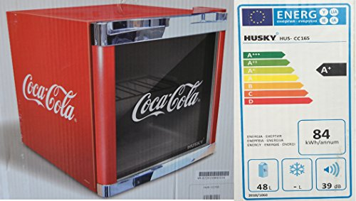 Husky HUS-CC 165 Coolcube Flaschenkühlschrank Coca-Cola/A+ / 51 cm Höhe / 84 kWh/Jahr / 50 L Kühlteil inkl. Reinigungstuch