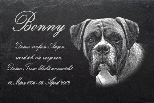 """Schiefertafel mit wetterfester Lasergravur des Motives """"Hund-019"""" Boxer (mit dem Musterbild oder Ihrem eigenen Foto - siehe Auswahl) und Ihrem Text/Daten in der gewünschten Schriftart z.B. als Hundegrabstein auf das Grab oder als Hundegedenktafel für"""
