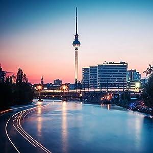 Berligram – Fine Art Fotografie aus Berlin, Spree-Skyline, Foto auf Holz, 10x10cm
