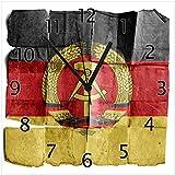 Wallario Design Wanduhr DDR Flagge auf altem Papier - schwarz rot Gold aus Echtglas, Größe 30 x 30 cm, Schwarze Zeiger