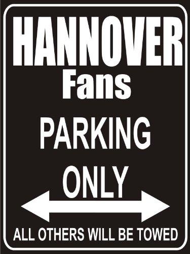 INDIGOS UG - Parking Only - Hannover - Garage/Carport - Parkplatzschild 32x24 cm schwarz/Silber - Alu-Dibond - Folienbeschriftung
