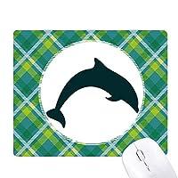 ブルーオーシャン大人しいジャンプイルカ 緑の格子のピクセルゴムのマウスパッド