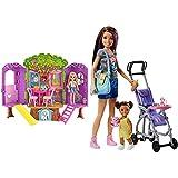 Barbie Chelsea, casa de muñecas Casita del Árbol, Juguete +3 años (Mattel FPF83) + Muñeca Skipper Hermana de , niñera de Paseo (Mattel FJB00)