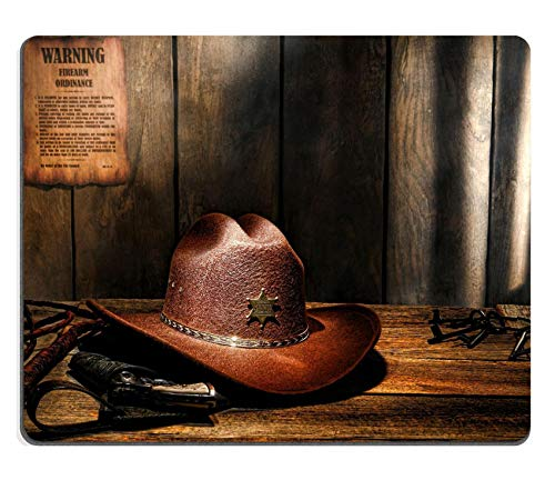 WH-CLA Mouse Pad : Sombrero De Vaquero Occidental De Fieltro Marrón De American West Legend sobre Mesa De Madera Envejecida Escritorio De Sheriff con Old Lawman En Funda Y Látigo En Un P