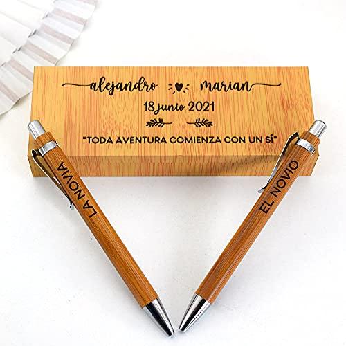 Dos Bolígrafos personalizados con caja grabada de madera para novios firma boda
