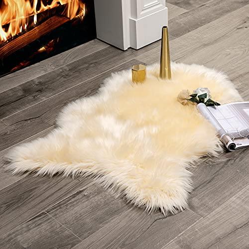 MIULEE Faux Fell Teppich Flauschig Weiche Warm Modern Bodenmatte Sofa Matte, Kunstfell Dekofell Unregelmäßig Bettvorleger Wolle Longhair Optik Gemütliches Beige 60 x 90cm