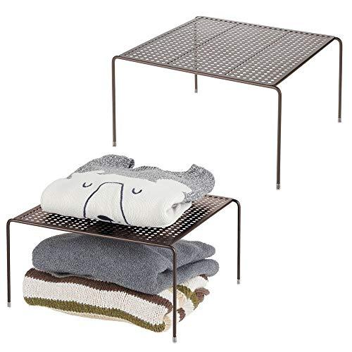 mDesign Juego de 2 baldas organizadoras – Prácticos organizadores de armarios para ordenar la ropa – Estantes metálicos para el armario del dormitorio, el baño o la cocina – color bronce