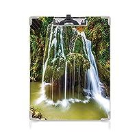 フォルダーボードフォルダーライティングボード 滝の装飾 事務用品の文房具 (2パック)植物の植物で覆われた岩の傘の上の湖への水の滝白と緑