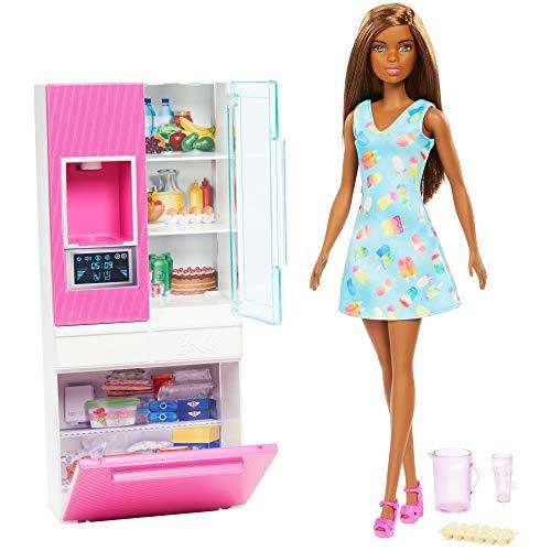Barbie- Bambola Bruna Playset Arredamento con Frigorifero, Distributore d Acqua e Accessori Giocattolo per Bambini 3+ Anni, GHL85