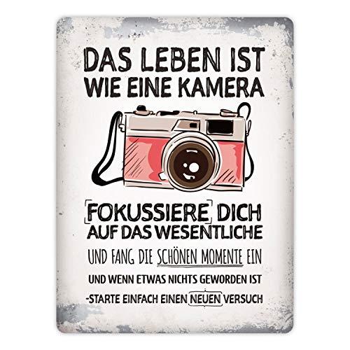 trendaffe - Metallschild XL mit Kamera Motiv und Spruch: Das Leben ist wie eine Kamera