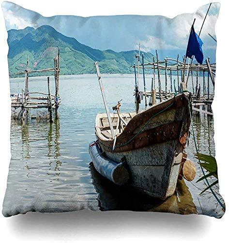 jingqi Kissenbezug Float Calm Rustikales altes Boot Floating Tranquil Bay Parks Land Schmutzige Erkundung Angeln Design Kissenbezüge Quadratischer Kissenbezug