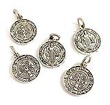 5 Medallas San Benito de Metal y baño Plata. Es una de Las medallas más Antiguas de la cristiandad, y quienes la portan creen Que Tiene Poder contra el Mal.