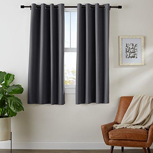 AmazonBasics - Juego de cortinas que no dejan pasar la luz, con ojales,  175 x 140 cm, Negro