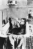 Poster, Motiv: Charles Chaplin Charlie liegt in der