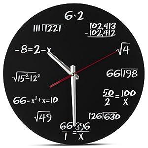 Eine einzigartige Art, die Stunden zu verfolgen, anstelle von römischen Ziffern oder traditionellen Zahlen. Diese Uhr hat eine andere Gleichung an jeder Abgrenzung Perfekte Größe der Uhr misst 29,8 cm im Durchmesser und ist aus der Ferne leicht zu er...