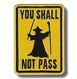 Parche bordado con texto en inglés 'You Shall not Pass' (7 x 9 cm)