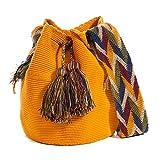 Auténticos bolsos WAYUU, hechos a mano con ayuda de pequeña maquinaria por las tribus aborígenes, e importados directamente desde la Península de la Guajira sobre el Mar Caribe Colombiano.