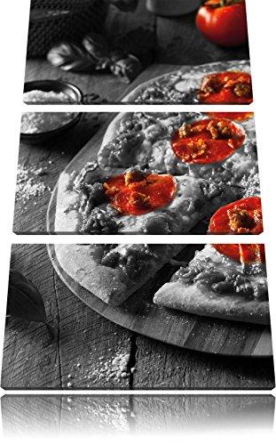 Delicious pepperoni pizza uit de ovenFoto Canvas 3 deel | Maat: 120x80 cm | Wanddecoraties | Kunstdruk | Volledig gemonteerd