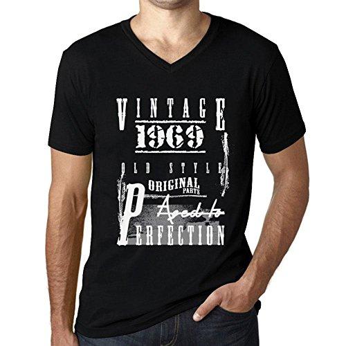 One in the City Hombre Camiseta Vintage Aged to Perfection Cuello V T-Shirt 1969 Negro Profundo Texto Rojo