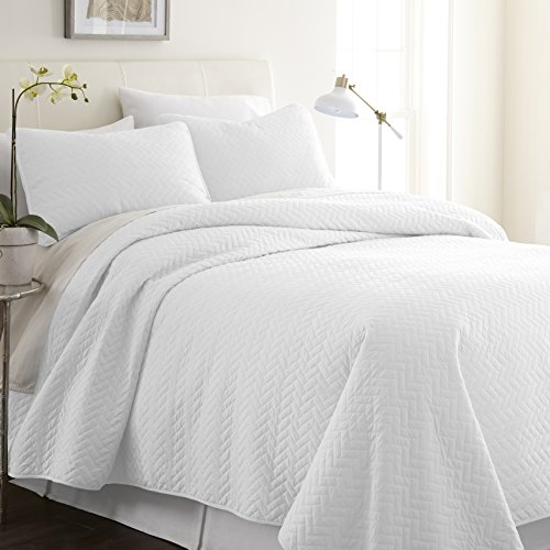 ienjoy Home Herring Patterned Quilted Coverlet Set, King, White