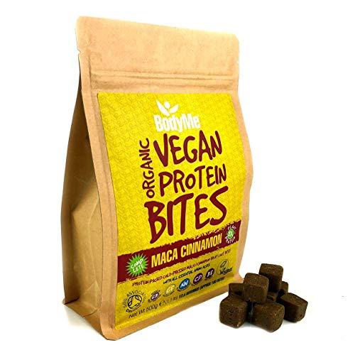 BodyMe Morsi Spuntini Proteici Vegane Biologiche | Cruda Maca Cannella | 500g | 100 Morsi | Con 3 Proteines Vegetali