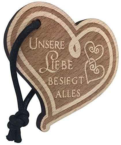 Schlüsselanhänger Herz aus Holz mit Gravur Unsere Liebe besiegt Alles Geschenk für Frau oder Mann Anhänger