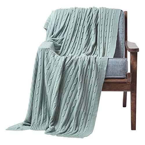 Homescapes kuschelweiche Strickdecke / Tagesdecke / Plaid in Blaugrün mit Zopfmuster 130 x 170 cm – 100prozent reine Baumwolle – perfekt als Wohndecke oder Sofaüberwurf, helles Türkis