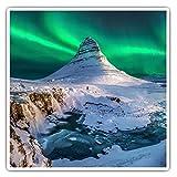 Impresionantes pegatinas cuadradas (juego de 2) 7,5 cm – Northern Lights Mount Kirkjufell in Islandia Divertidas calcomanías para portátiles, tabletas, equipaje, reserva de chatarras, neveras, regalo genial #45888