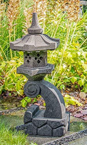 IDYL Lavastein Stein Laterne Rankei | Höhe 60cm | frostfest | Asiatische Garten Dekoration | massives Naturprodukt | Handarbeit | schwarz