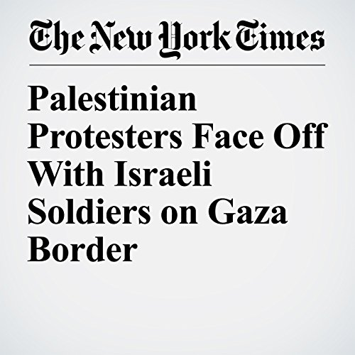 Palestinian Protesters Face Off With Israeli Soldiers on Gaza Border copertina