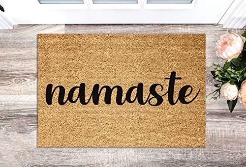 ca4588illa Namaste - Felpudo de bienvenida, divertido felpudo con cita india, regalo de inauguración de la casa, decoración del hogar