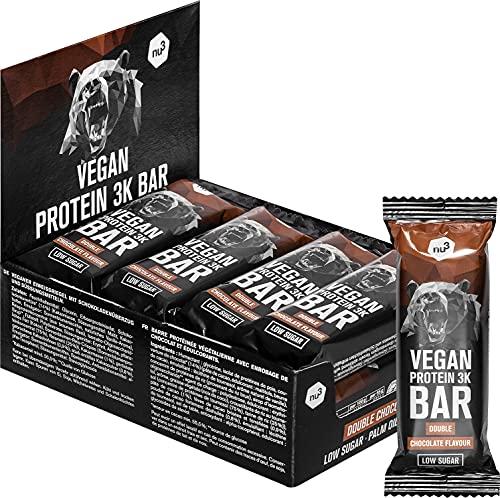 Barretta proteica vegana 3K – Protein Bar al gusto doppio cioccolato - Confezione da 12 x 65 g - 28% di proteine vegetali - Senza soia e glutine - Solo 1 g di zucchero per porzione – di nu3
