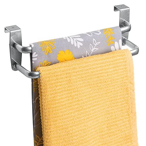 mDesign Toallero sin taladro con dos barras - Ideal para paños de cocina o toallas – Percha para puerta fácil de montar en armarios de cocina y baño – Toallero de barra doble - Metal plateado