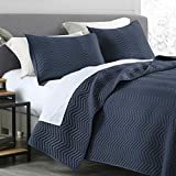 Quilt Set Queen Size Navy Blue, Classic Geometric Chevron stitched Pattern, Pre-Washed Microfiber Ultra Soft Lightweight Quilted Bedspread Coverlet for All Season, 3 Piece Includes 1 Quilt and 2 shams