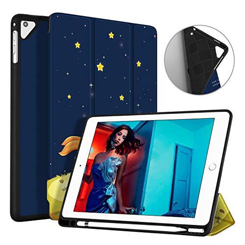 Ayotu Funda para iPad 2018 ,Estuche suave para el iPad más nuevo de 9.7 pulgadas 2018/2017 con soporte para lápices, Soporte triple ligero con modo de reposo / apagado automático, Protector completo para Apple iPad 6 / 5ª generación, El Niño y el Zorro